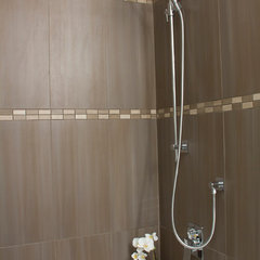 modern bathroom by Twin Lions Contracting Ltd.