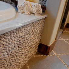 Rustic Bathroom by Smalls & Interiors