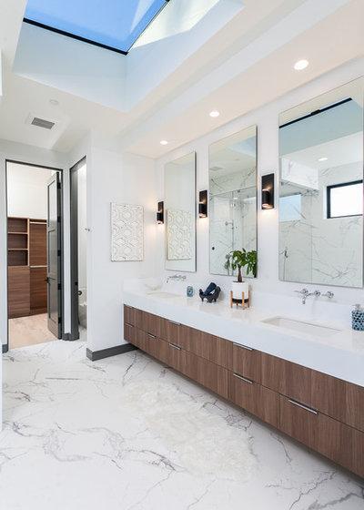 Contemporary Bathroom by Cefalia Development