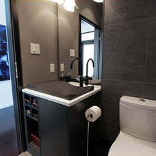 Modern Bathroom by Zonavita