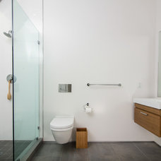 Modern Bathroom by m_Royce Architecture
