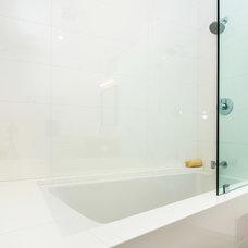 Modern Bathroom by m_Royce Architecture