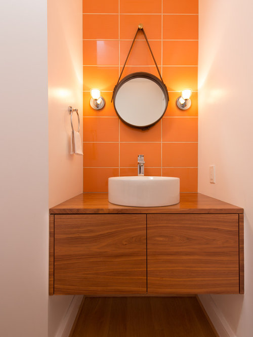 salle de bain avec un sol en bois clair et un carrelage orange photos et id es d co de salles. Black Bedroom Furniture Sets. Home Design Ideas
