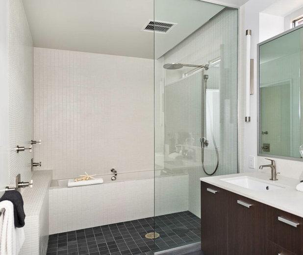 モダン 浴室 by European Cabinets & Design Studios