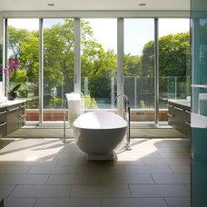 Contemporary Bathroom by Thomas Roszak Architecture, LLC