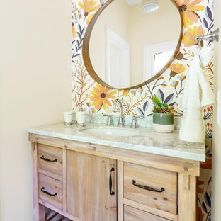 Idéer för att renovera ett mellanstort lantligt grå grått badrum för barn, med släta luckor, bruna skåp, ett badkar med tassar, flerfärgad kakel, flerfärgade väggar, klinkergolv i porslin, ett integrerad handfat, marmorbänkskiva och flerfärgat golv