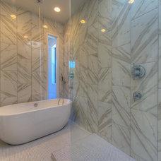 Modern Bathroom by Sett Studio