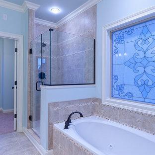 Imagen de cuarto de baño con ducha, de tamaño medio, con lavabo encastrado, armarios con paneles con relieve, puertas de armario con efecto envejecido, encimera de mármol, bañera encastrada sin remate, ducha empotrada, sanitario de una pieza, baldosas y/o azulejos multicolor, baldosas y/o azulejos de cerámica, paredes azules y suelo de baldosas de cerámica