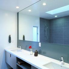 Modern Bathroom by URBAN OPERATIONS