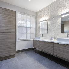 Modern Bathroom by Fresh Floor, Kitchen & Bath