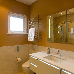 Esempio di una stanza da bagno con doccia minimalista di medie dimensioni con ante lisce, ante bianche, doccia aperta, bidè, piastrelle in gres porcellanato, pareti arancioni, pavimento in gres porcellanato, lavabo sottopiano, top in granito e porta doccia scorrevole