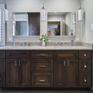 フィラデルフィアの広いおしゃれなマスターバスルーム (フラットパネル扉のキャビネット、濃色木目調キャビネット、置き型浴槽、バリアフリー、分離型トイレ、グレーのタイル、セラミックタイル、グレーの壁、磁器タイルの床、アンダーカウンター洗面器、クオーツストーンの洗面台、グレーの床、開き戸のシャワー、ベージュのカウンター、トイレ室、洗面台2つ、造り付け洗面台) の写真