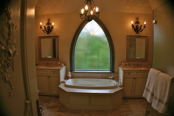 Add a little gothic glamour chateau marmont style for Glass room bathroom chateau marmont