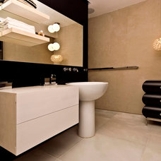 Modern Bathroom by Moshi Gitelis - Photographer