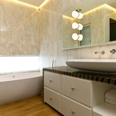 Contemporary Bathroom by Moshi Gitelis - Photographer
