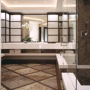 Diseño de cuarto de baño principal, asiático, grande, con lavabo bajoencimera, puertas de armario de madera clara, encimera de cuarcita, ducha esquinera, baldosas y/o azulejos blancos, losas de piedra, paredes blancas, suelo de mármol, armarios con paneles lisos y bañera encastrada sin remate