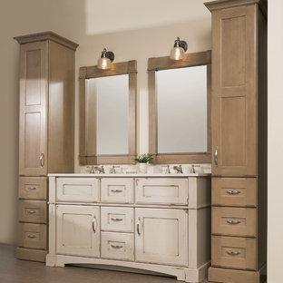 Idéer för att renovera ett mellanstort lantligt vit vitt en-suite badrum, med ett undermonterad handfat, skåp i slitet trä, bänkskiva i akrylsten, beige väggar, korkgolv, beige kakel, brunt golv och möbel-liknande
