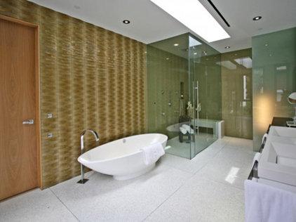 Modern Bathroom by Globus Builder
