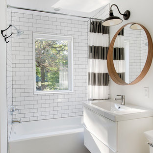 Inspiration for a transitional shower curtain remodel in Minneapolis