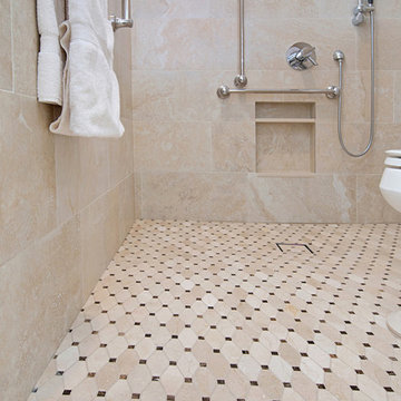 Accessible Bath in Carlsbad Poinsettia