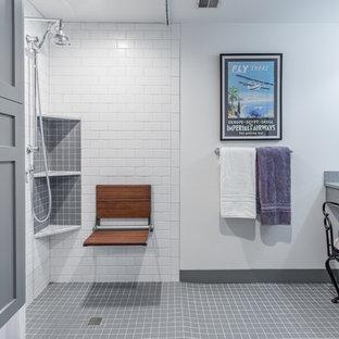 Foto de cuarto de baño principal, de estilo de casa de campo, pequeño, con armarios estilo shaker, puertas de armario grises, sanitario de pared, baldosas y/o azulejos blancos, baldosas y/o azulejos de cemento, paredes blancas, suelo de baldosas de cerámica, encimera de ónix, suelo gris, ducha con cortina, ducha a ras de suelo y lavabo integrado