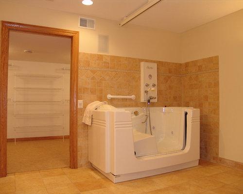 tr s grande salle de bain avec un plan de toilette en stratifi photos et id es d co de salles. Black Bedroom Furniture Sets. Home Design Ideas