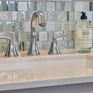 Идея дизайна: главная ванная комната среднего размера в современном стиле с фасадами в стиле шейкер, серыми фасадами, синей плиткой, керамогранитной плиткой, столешницей из оникса и разноцветной столешницей