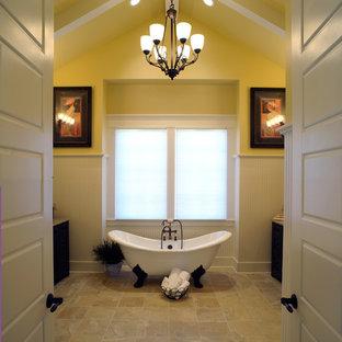 Ispirazione per una stanza da bagno tradizionale con vasca con piedi a zampa di leone