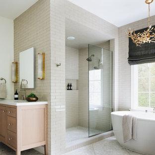Идея дизайна: главная ванная комната в стиле современная классика с фасадами с утопленной филенкой, светлыми деревянными фасадами, отдельно стоящей ванной, душем в нише, белой плиткой, керамической плиткой, белыми стенами, полом из терраццо, врезной раковиной, столешницей из кварцита, белым полом, открытым душем, белой столешницей, тумбой под две раковины и напольной тумбой