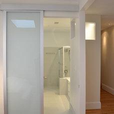 Modern Bathroom by The Avenue Builders
