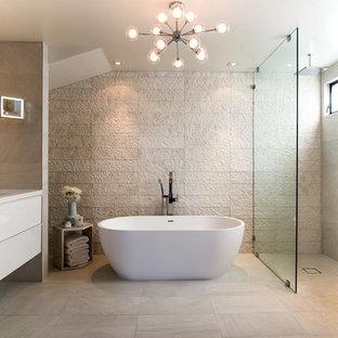 Imagen de cuarto de baño principal, actual, pequeño, con armarios con paneles lisos, puertas de armario blancas, bañera exenta, ducha abierta, suelo de mármol, lavabo integrado, encimera de acrílico, suelo beige, ducha abierta y encimeras blancas