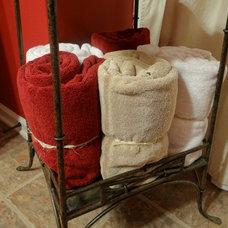 Traditional Bathroom by Bella Cosa Home Designs, LLC