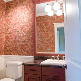 Ispirazione per una stanza da bagno mediterranea di medie dimensioni con ante a filo, ante rosse, vasca idromassaggio, doccia ad angolo, pareti rosa, pavimento in marmo e top in granito