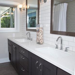 Foto di una stanza da bagno padronale classica di medie dimensioni con ante in stile shaker, ante in legno bruno, doccia ad angolo, piastrelle bianche, piastrelle di vetro, pareti bianche e pavimento in legno massello medio