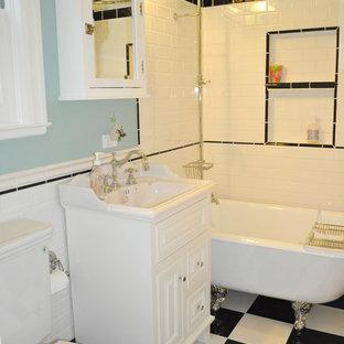 Inspiration pour une petite salle de bain principale victorienne avec une baignoire sur pieds, un carrelage métro, un placard avec porte à panneau surélevé, des portes de placard blanches, un WC séparé, un carrelage noir et blanc, un mur bleu, un sol en carrelage de porcelaine et un plan vasque.