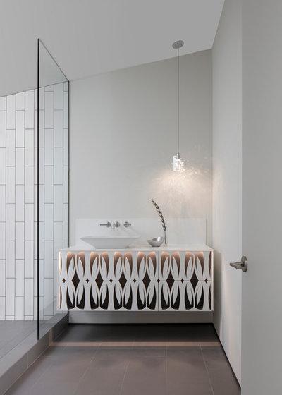 コンテンポラリー 浴室 by the construction zone, ltd.