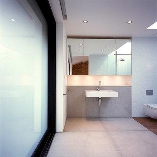 Diseño de cuarto de baño principal, minimalista, de tamaño medio, sin sin inodoro, con sanitario de una pieza, baldosas y/o azulejos multicolor, baldosas y/o azulejos en mosaico, paredes blancas, suelo de azulejos de cemento, lavabo suspendido, encimera de ónix, suelo gris y ducha abierta