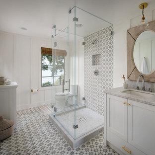 На фото: ванная комната в стиле кантри с черно-белой плиткой, полом из мозаичной плитки и панелями на части стены с