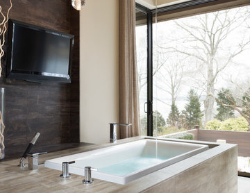 Alexander Modern Homes Project AMH-A : Master Bathroom - Tub Fills From Ceiling
