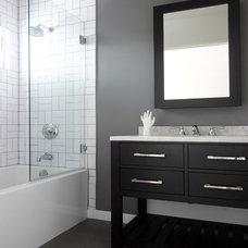 Contemporary Bathroom by HUIT 17