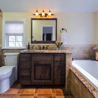 Inspiration pour une grande salle de bain principale méditerranéenne avec un lavabo encastré, un placard à porte plane, des portes de placard marrons, un plan de toilette en granite, une baignoire posée, une douche d'angle, un WC séparé, un carrelage beige, des carreaux de céramique, un mur beige et un sol en carrelage de céramique.