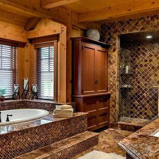 バーリントンの大きいラスティックスタイルのおしゃれなマスターバスルーム (中間色木目調キャビネット、アンダーマウント型浴槽、モザイクタイル、マルチカラーの壁、モザイクタイル、アンダーカウンター洗面器、開き戸のシャワー) の写真