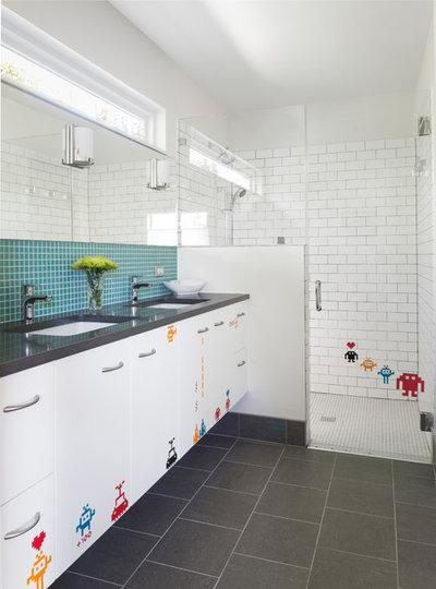 Midcentury Bathroom by Jennifer Ott Design