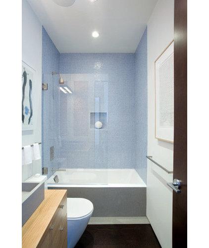 Modern Bathroom by Jennifer Weiss Architecture