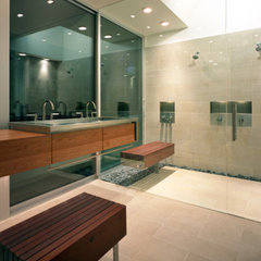 modern bathroom by Alterstudio