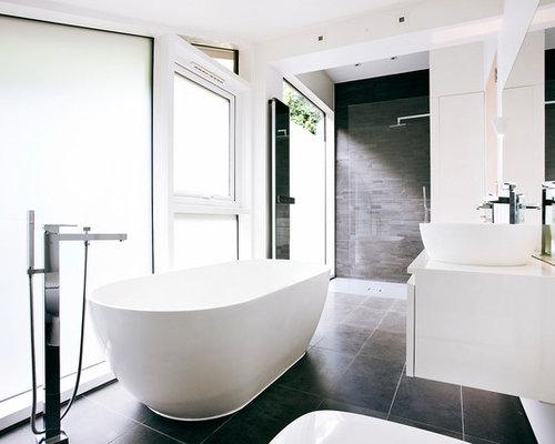 Stanza da bagno con piastrelle in pietra foto idee arredamento