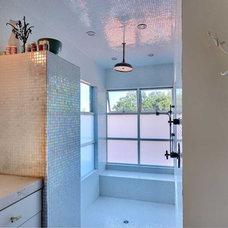 Modern Bathroom Amy Neunsinger & Shawn Gold House