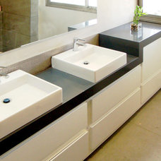 Modern Bathroom by Pratim Studio
