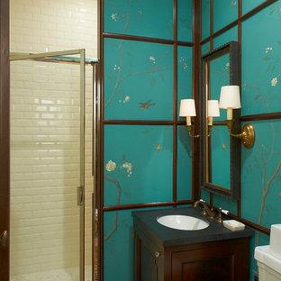 Aménagement d'une petite salle de bain asiatique avec un lavabo encastré, un placard avec porte à panneau encastré, des portes de placard en bois sombre, un WC séparé, un carrelage blanc, un carrelage métro, un mur bleu, un sol en carreaux de ciment, un plan de toilette en surface solide, un sol beige, une cabine de douche à porte battante et un plan de toilette noir.