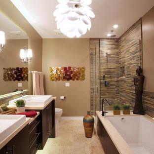 Diseño de cuarto de baño principal, de estilo zen, grande, con armarios con paneles lisos, puertas de armario de madera en tonos medios, baldosas y/o azulejos multicolor, bañera encastrada sin remate, ducha esquinera, sanitario de una pieza, azulejos en listel, paredes beige, suelo de travertino, lavabo sobreencimera y encimera de acrílico